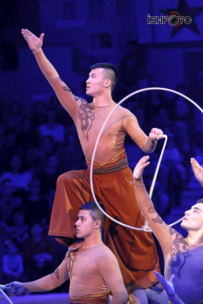 Xinjiang acrobatic troupe Sunny Boys