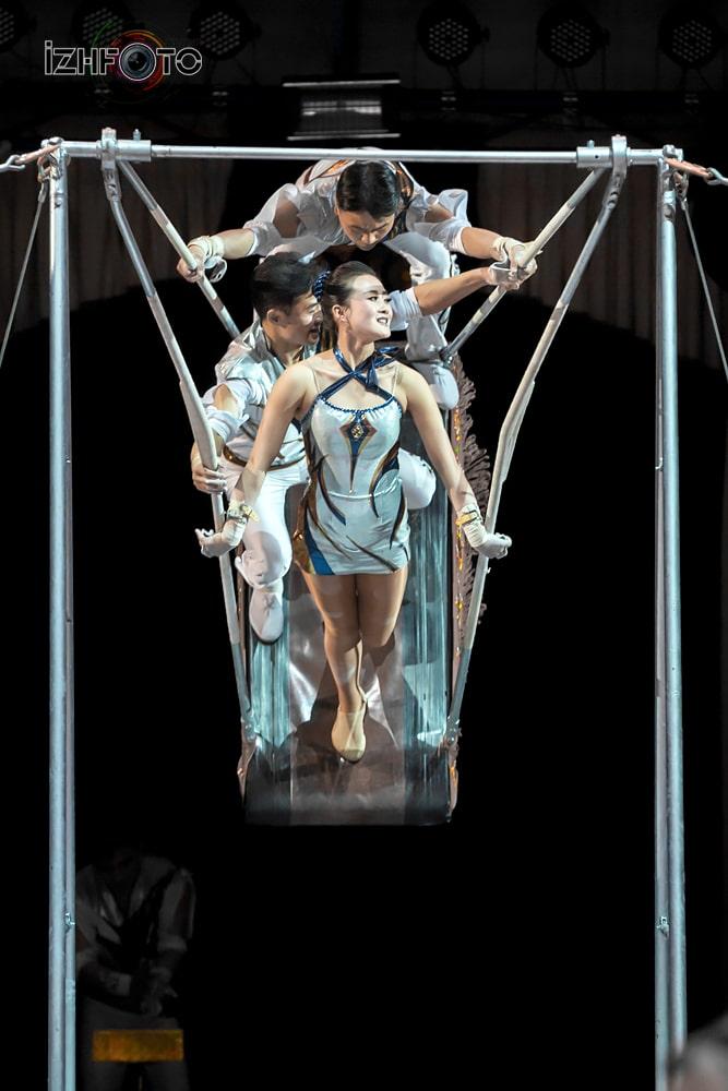 Фото акробатов в цирке