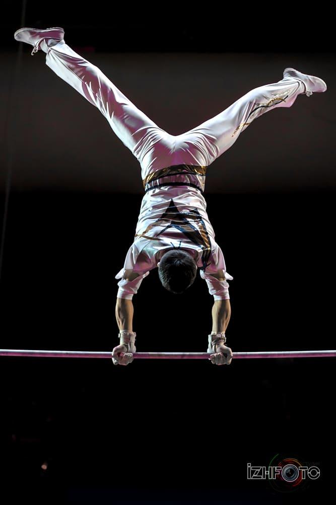 Цирковые акробаты из КНДР