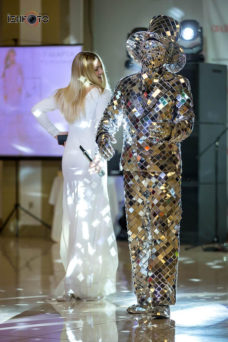 Зеркальные люди в Ижевске
