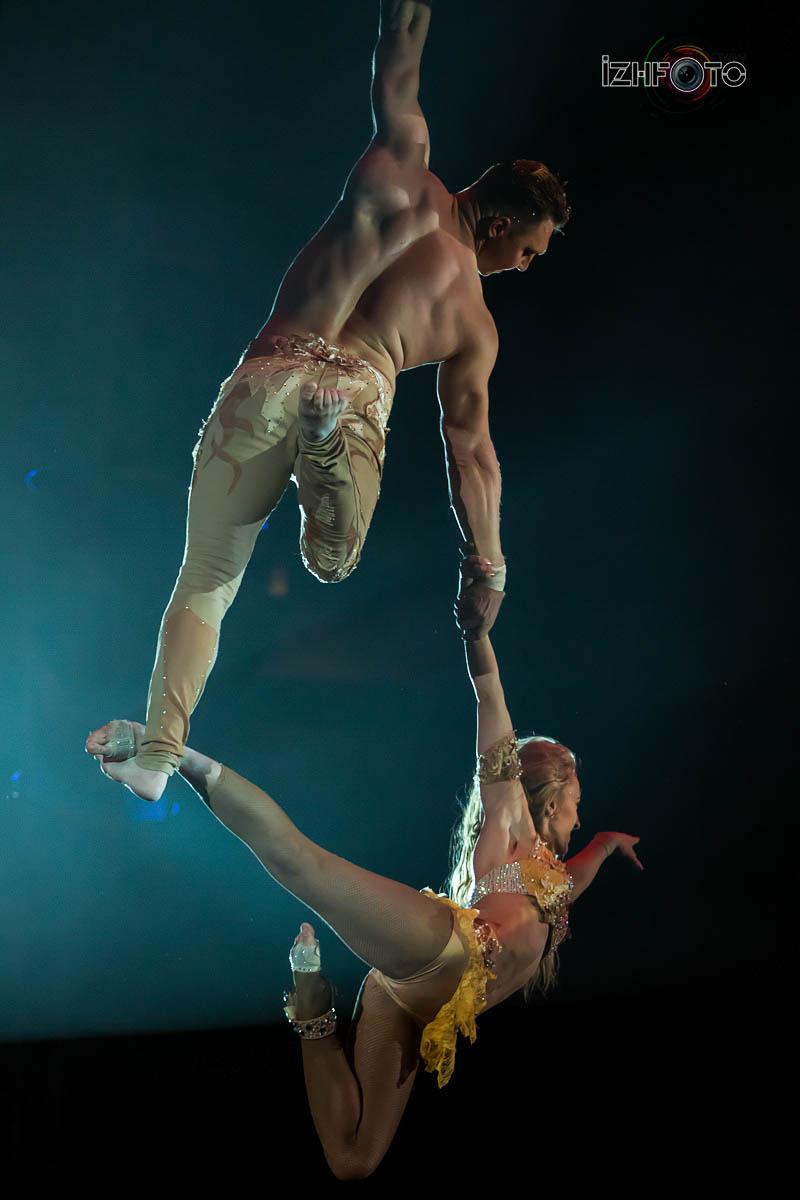 Акробаты на воздушных ремнях