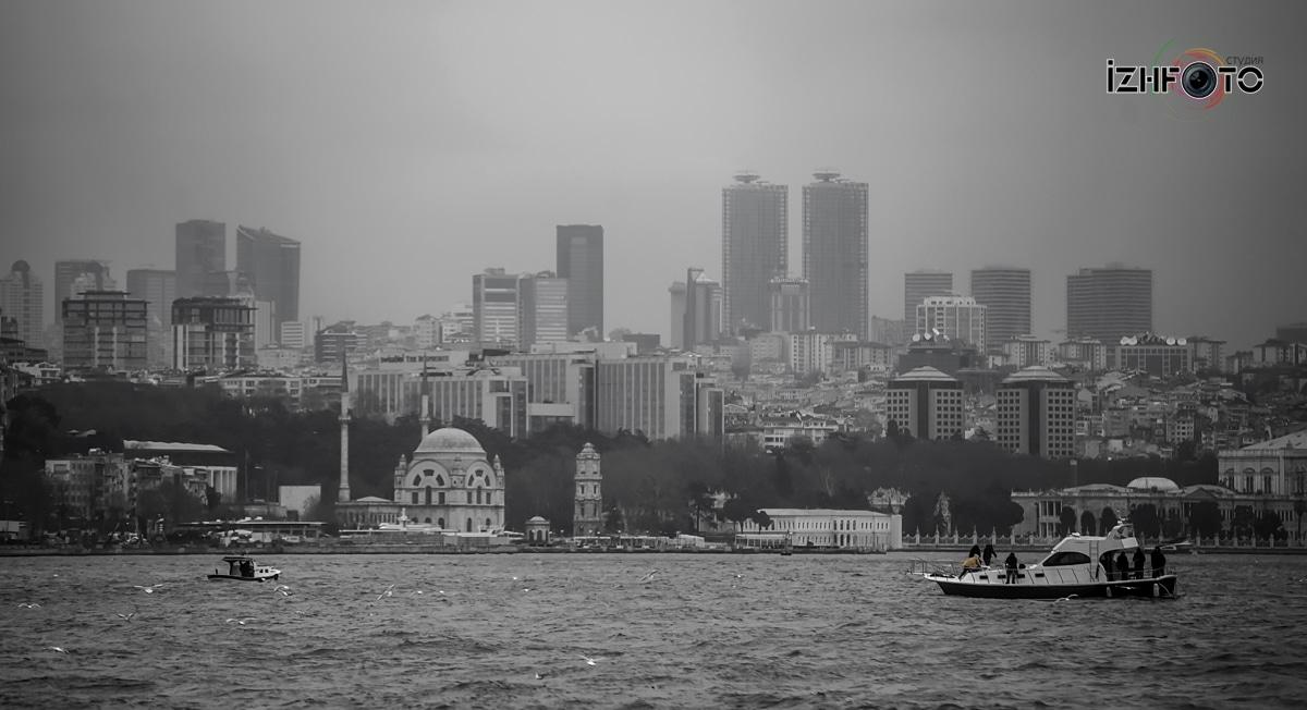 Европейская часть Стамбула с Босфора Фото