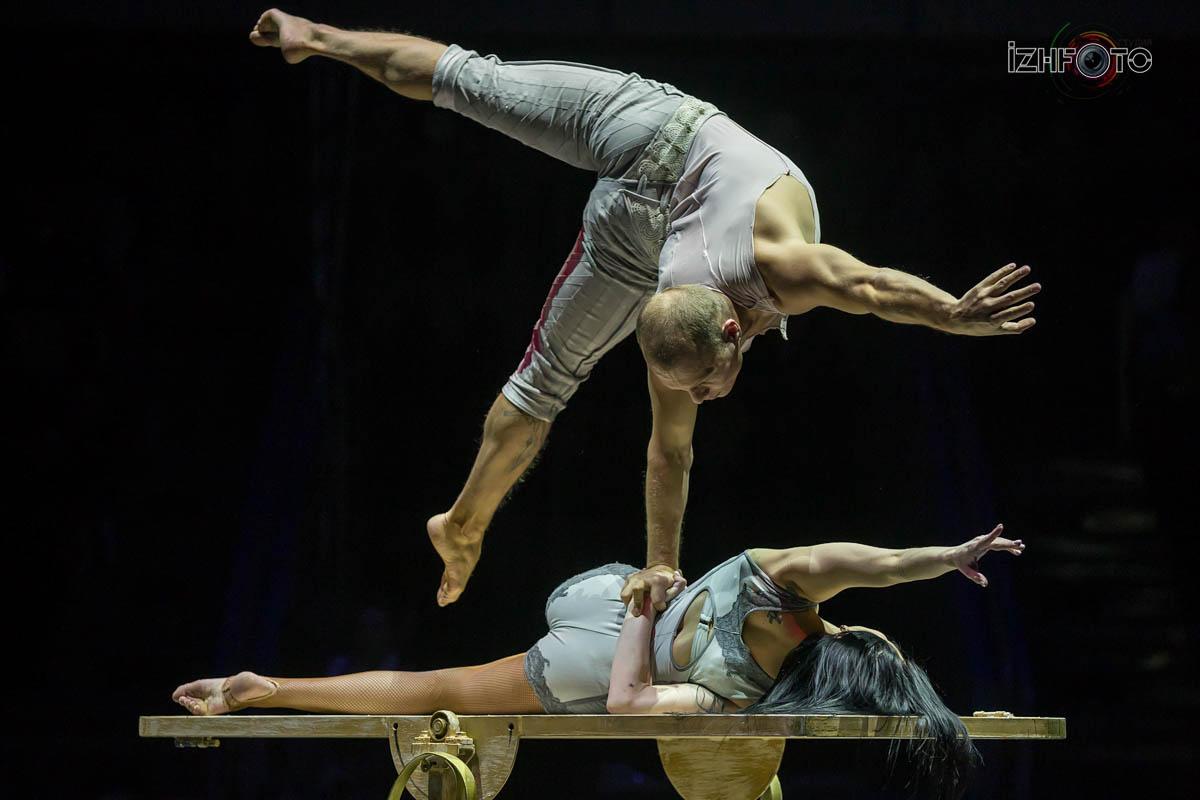"""""""Behind the door"""", acrobatic duo, Russia"""