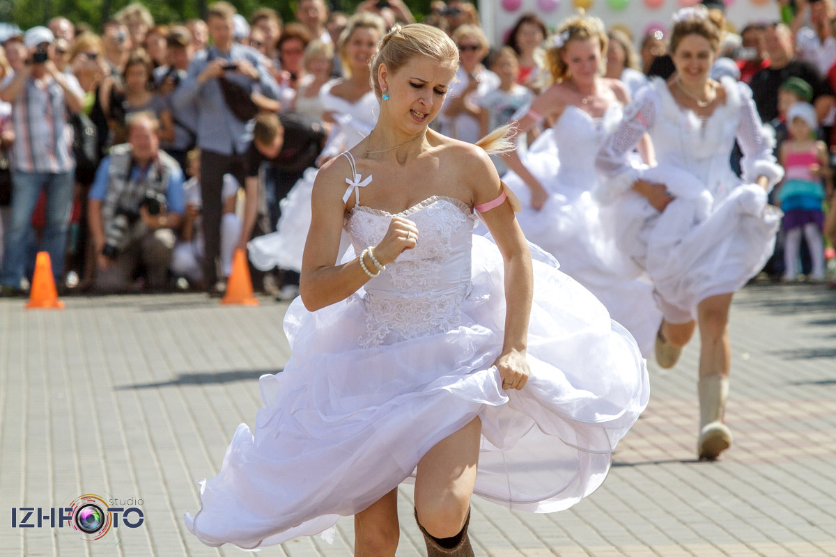 Забег невест в валенках, Ижевская набережная