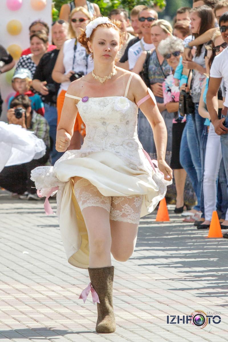 День молодежи в Ижевске - забег невест