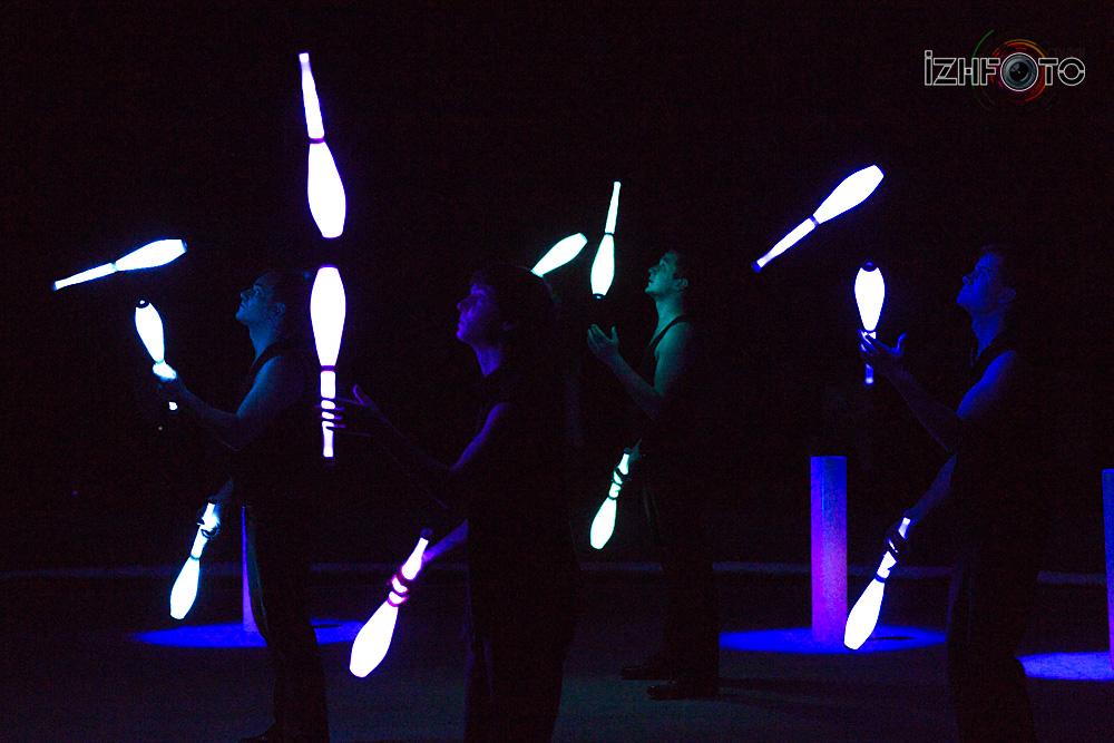 Светящиеся кегли цирк Фото