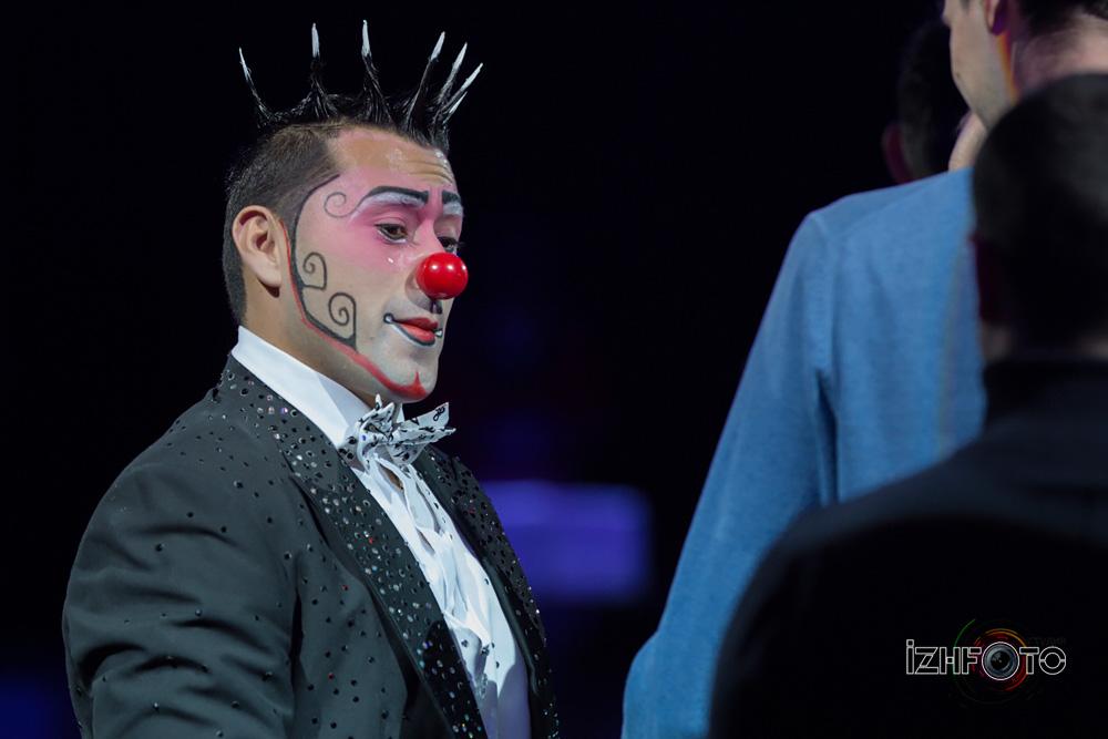Клоуны в цирке фото