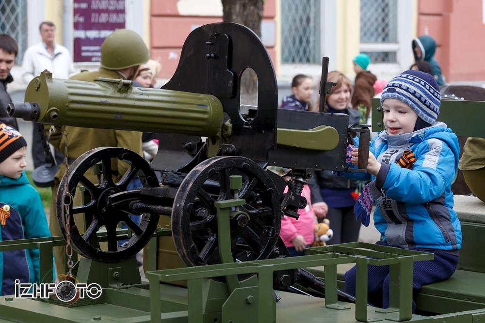 Парад Девятого мая 2015 в Ижевске Фото