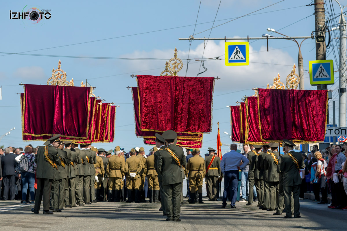 парад победы в ижевске фото волнения