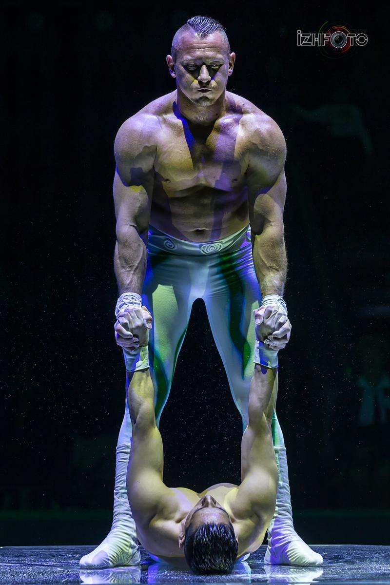 Силовой дуэт Цирк Фото