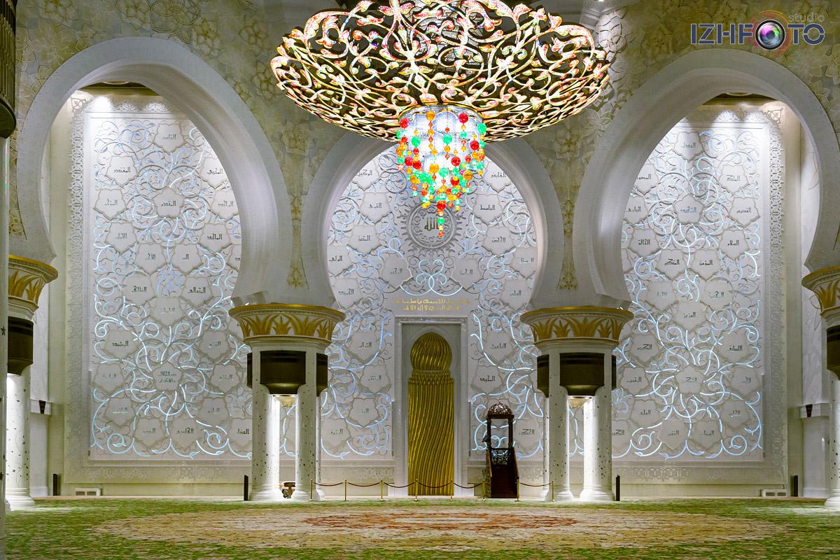 Люстры Белой мечети в Абу-Даби Фото