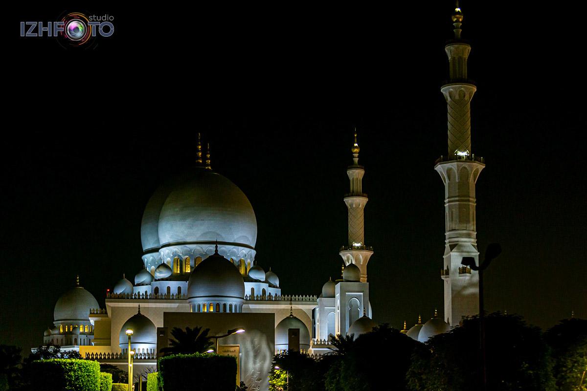 Мечеть расположена на Sheikh Rashid Bin Saeed Street