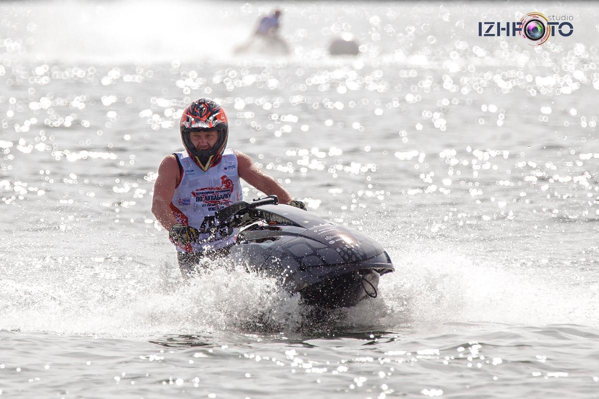 Скоростные гидроциклы на Ижевском пруду