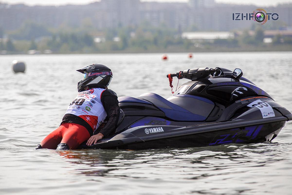 Соревнования на гидроциклах: слалом и кольцевые гонки