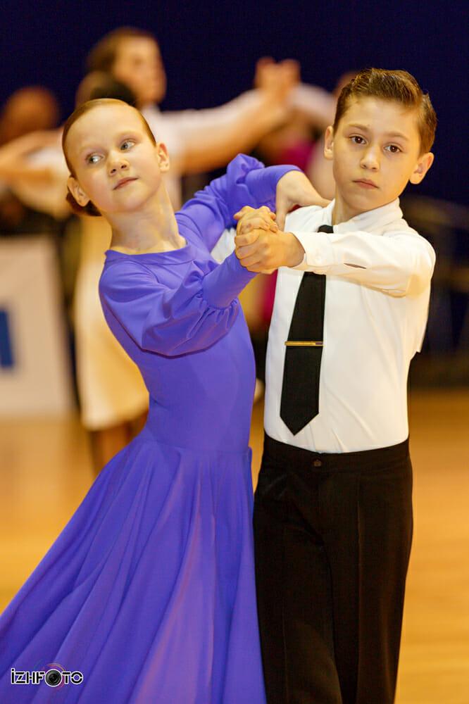 Бальные танцы для девочек Фото