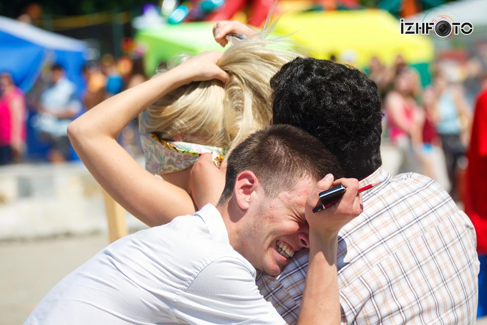 Как мужчины смеются над блондинками