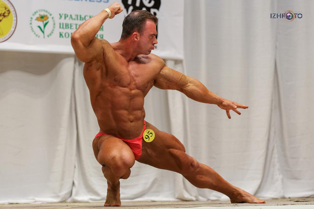 Выступления на соревнованиях по бодибилдингу Фото