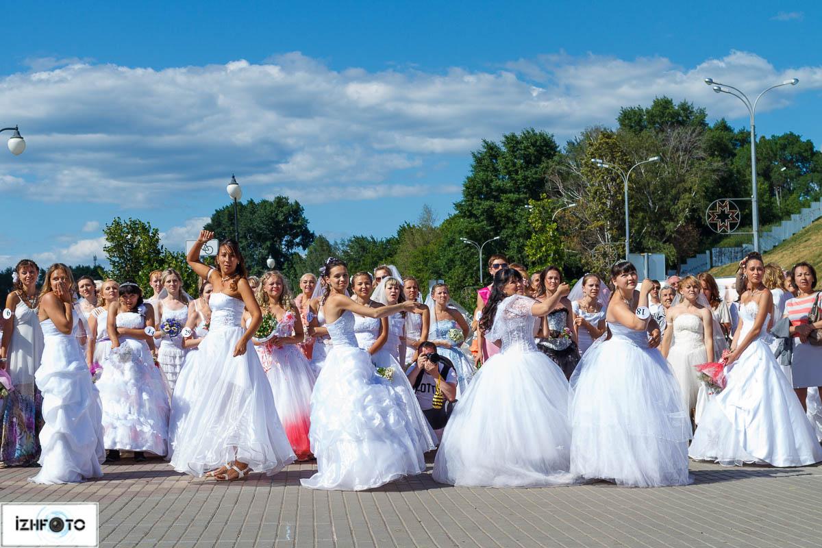 Набережная Ижевского пруда - Марафон невест 2013