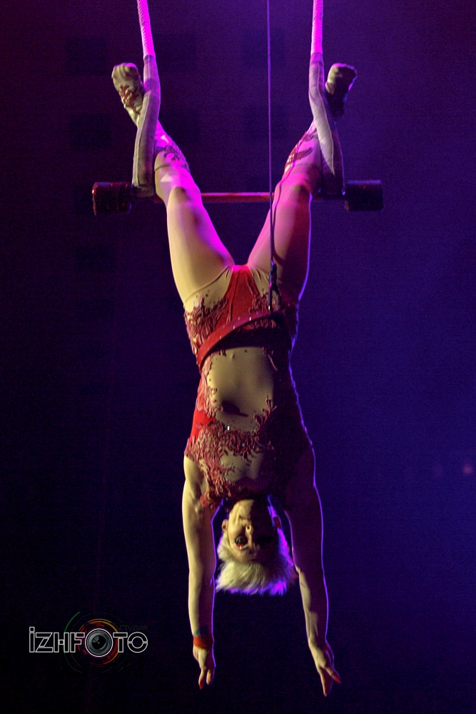 Daria Vintilova, trapeze, Canada