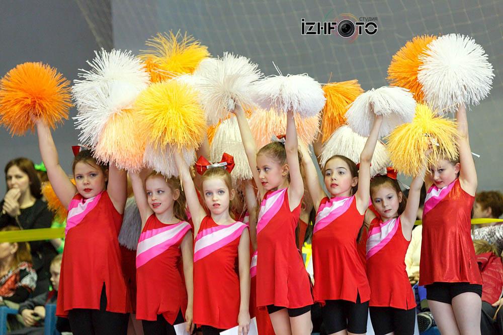 Группа поддержки спортивных команд Фото