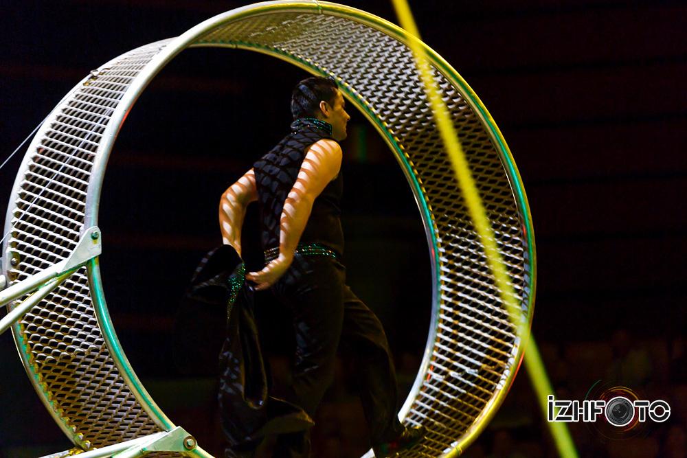 Фото опасных трюков на колесе смерти