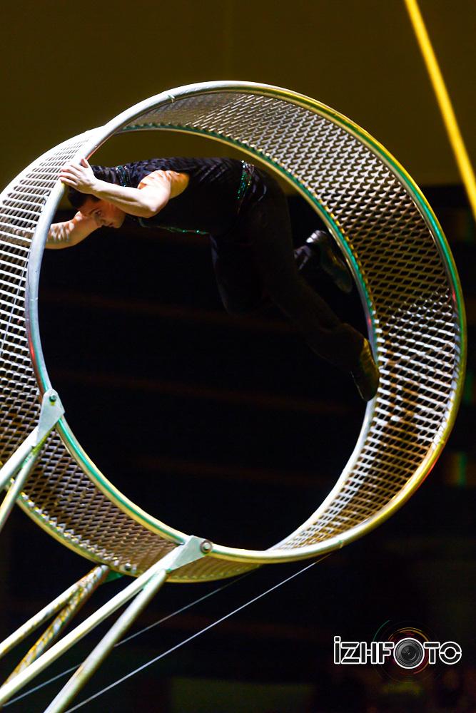 Колесо смелости цирк Фото
