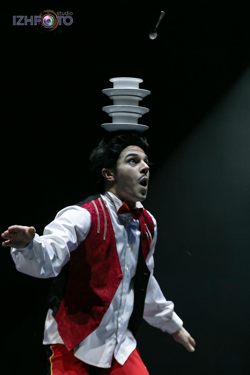 Новогодние праздники в цирке Фото