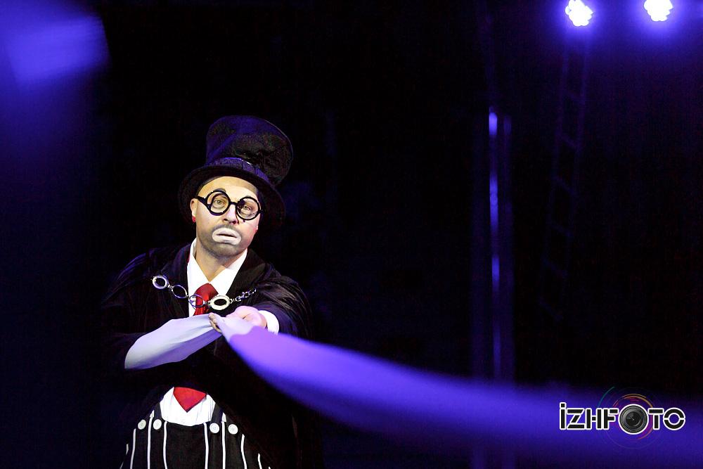 Оригинальное цирковое шоу Фото