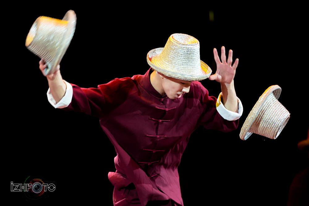 Номер «Жонглирование шляпами» Фото