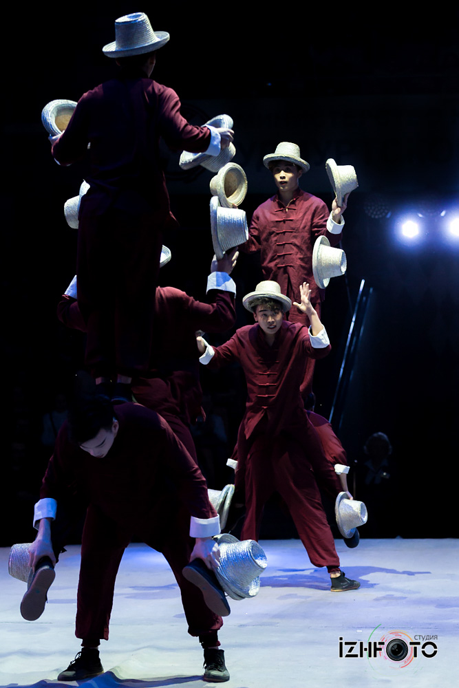 Hat juggling Photo