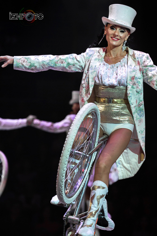 """Номер """"Парад велосипедов"""" в цирке Фото"""