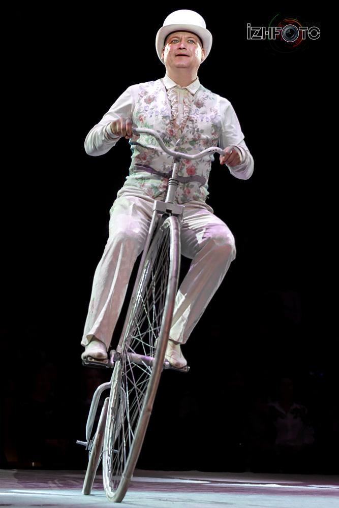 Акробаты на велосипедах под руководством Леонида Ткаченко