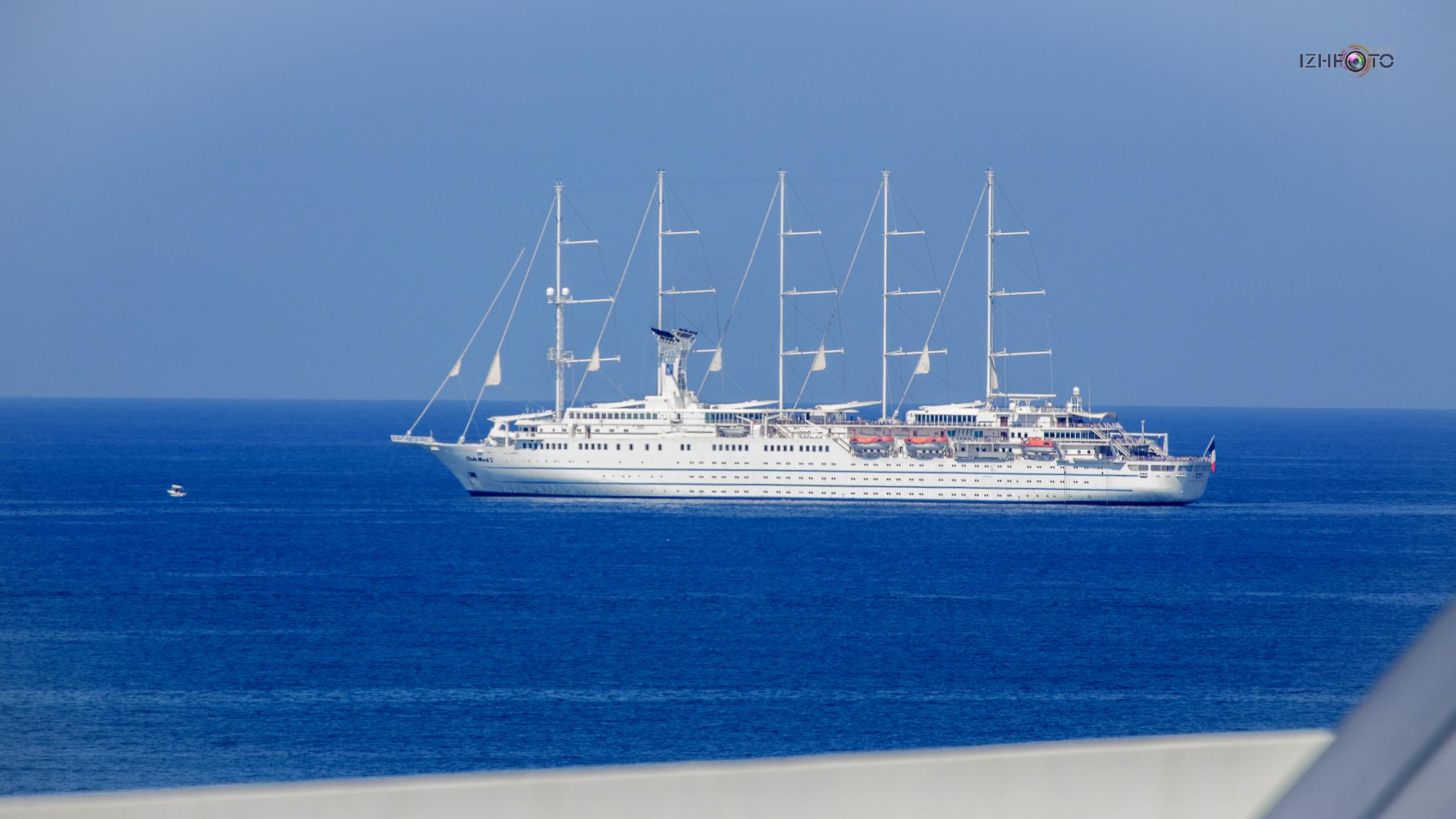 Пяти мачтовый парусник Club Med 2 Фото