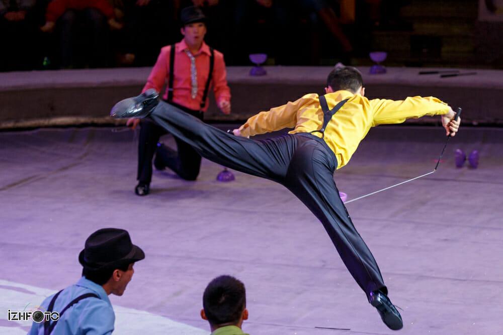 Танцующие под дождем из Китая