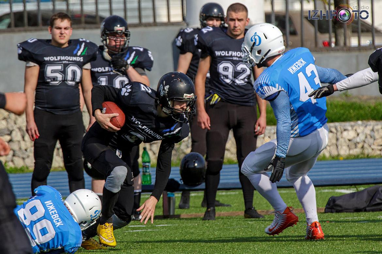 Матч по американскому футболу Динамо Ижевск - Волкодавы Уфа