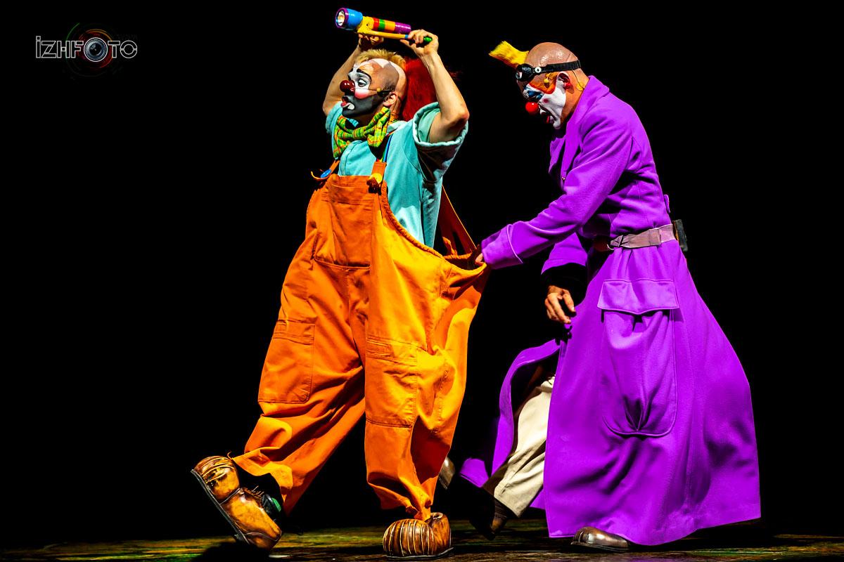 Каждый концерт Cirque de Soleil, создается как оперная постановка или кино, в целом это мало похоже на цирковое представление.