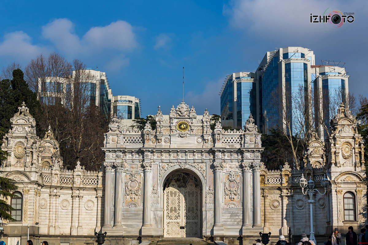 Фото ворот во дворце Долмабахче
