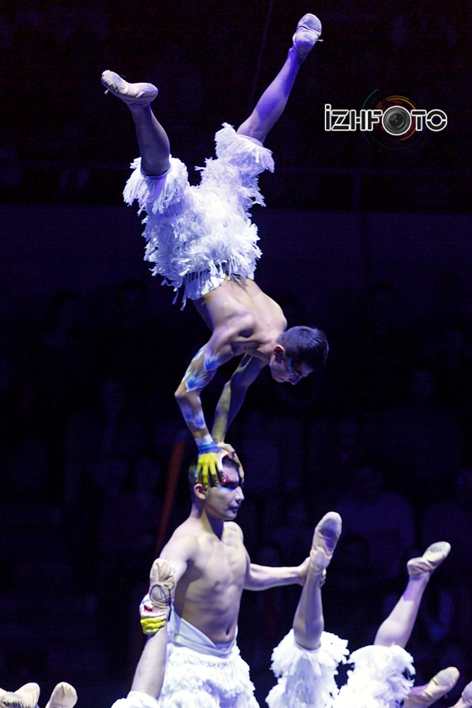 """Swan Lake"", men's handstand, China"