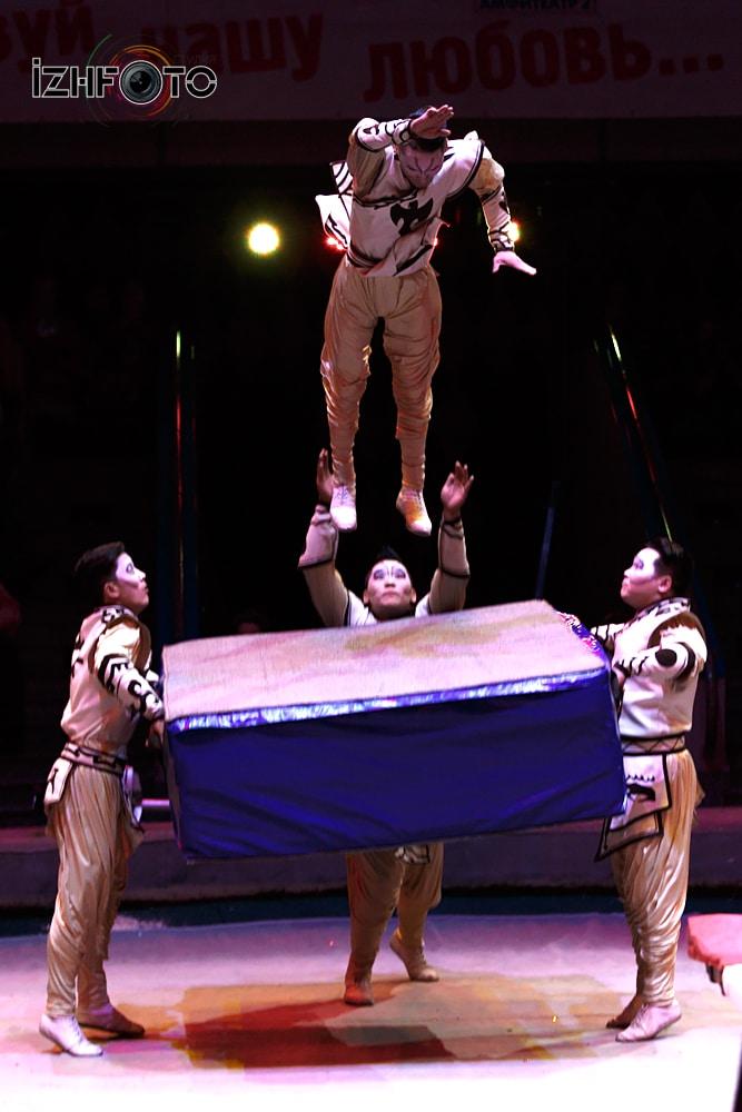 Монгольский цирк Фото