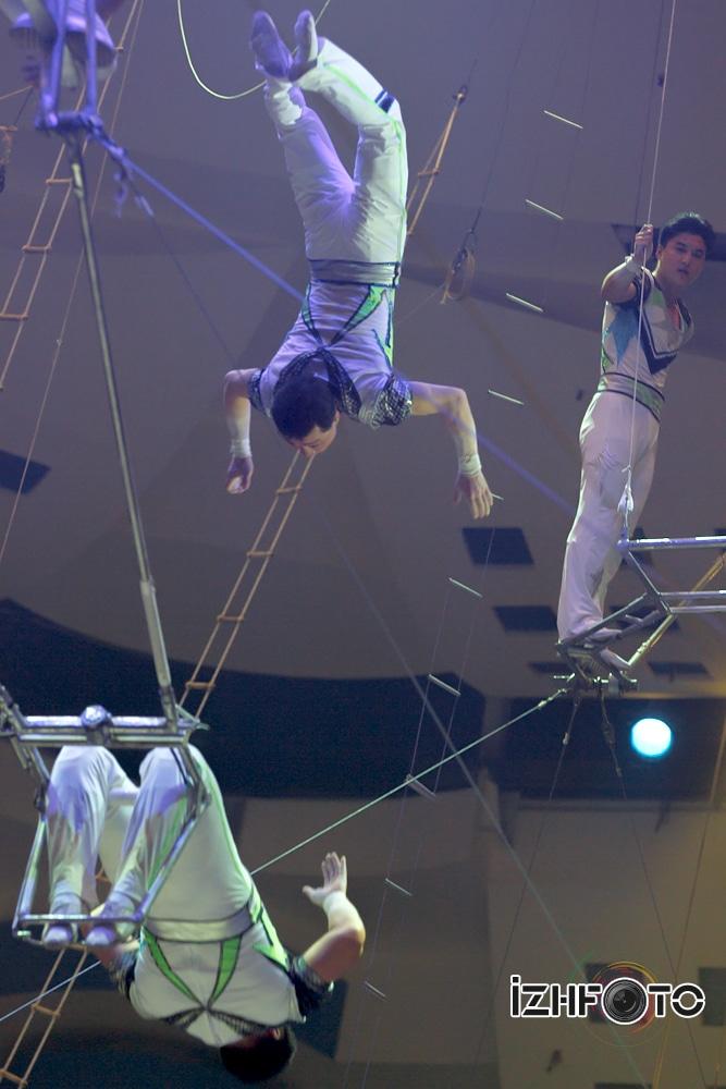 Воздушные акробаты Фото