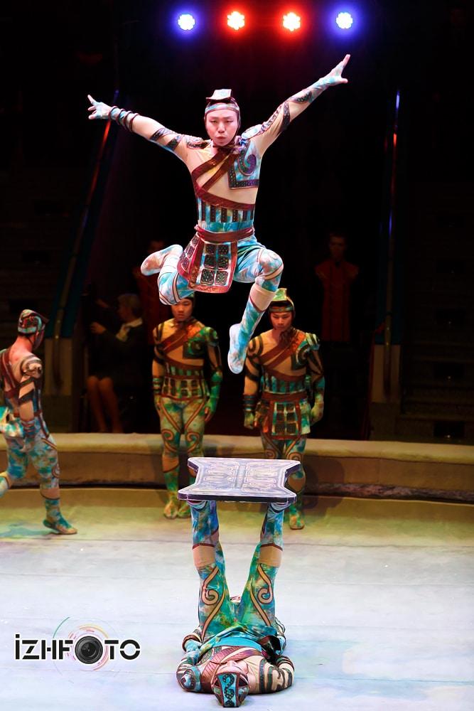 Тяньзинская акробатическая группа Китай