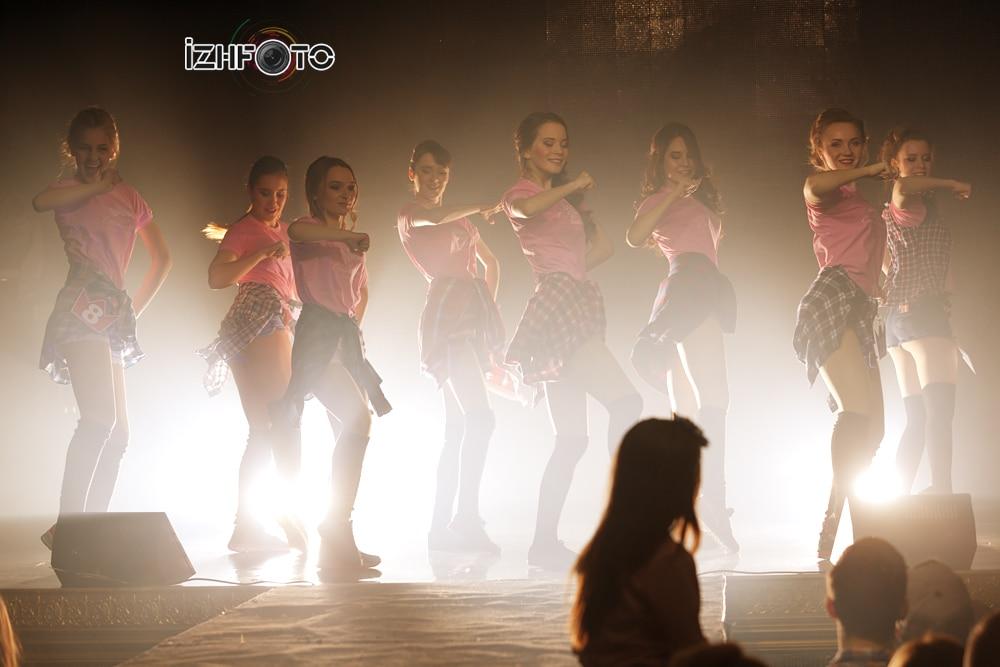 Танец участниц конкурса