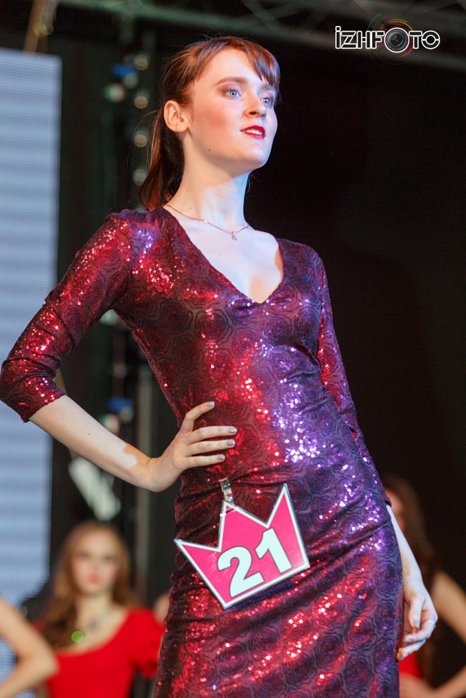 Дефиле участниц конкурса Фото