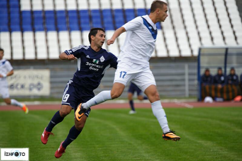 Футбольный матч на ижевском центральном Республиканском стадионе «Зенит»