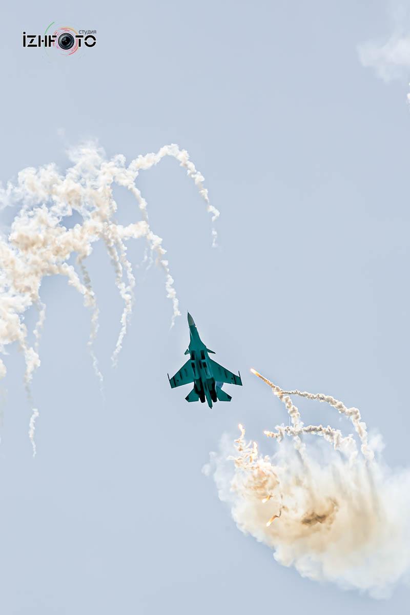 Выступления пилотажных групп Фото
