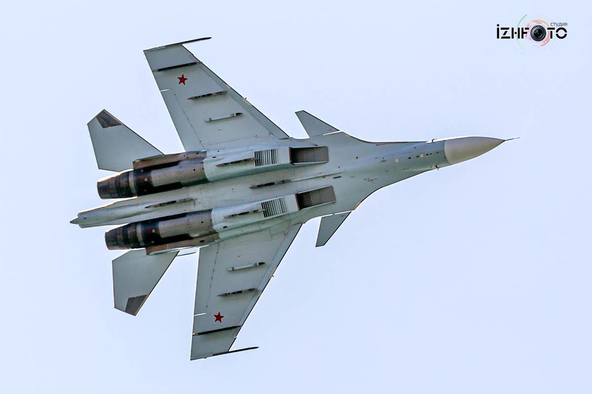 Пилотажная группа Соколы России Фото