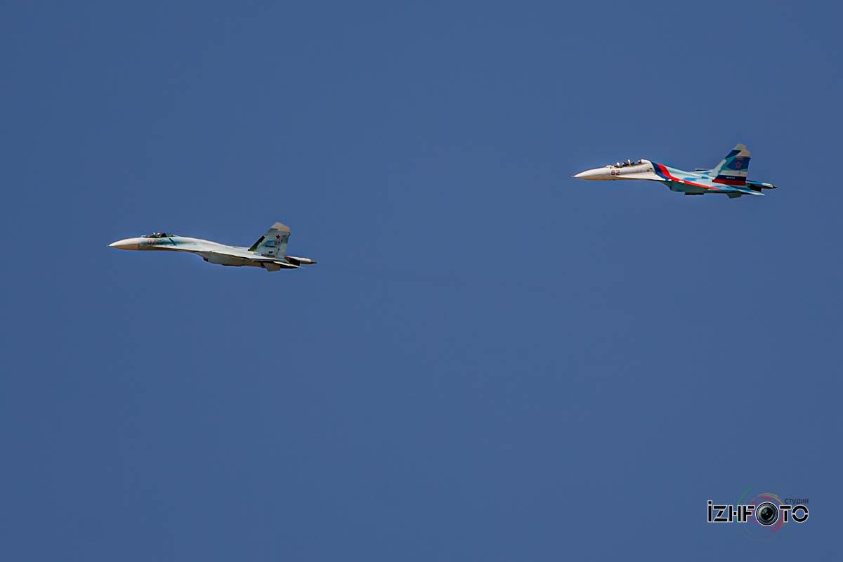 Российские пилотажные группы в полете