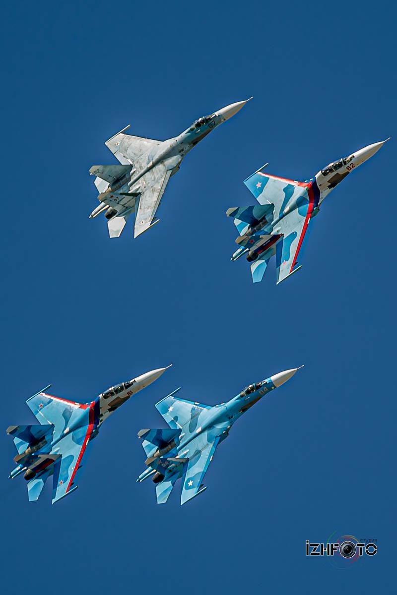 Соколы России в полете Фото