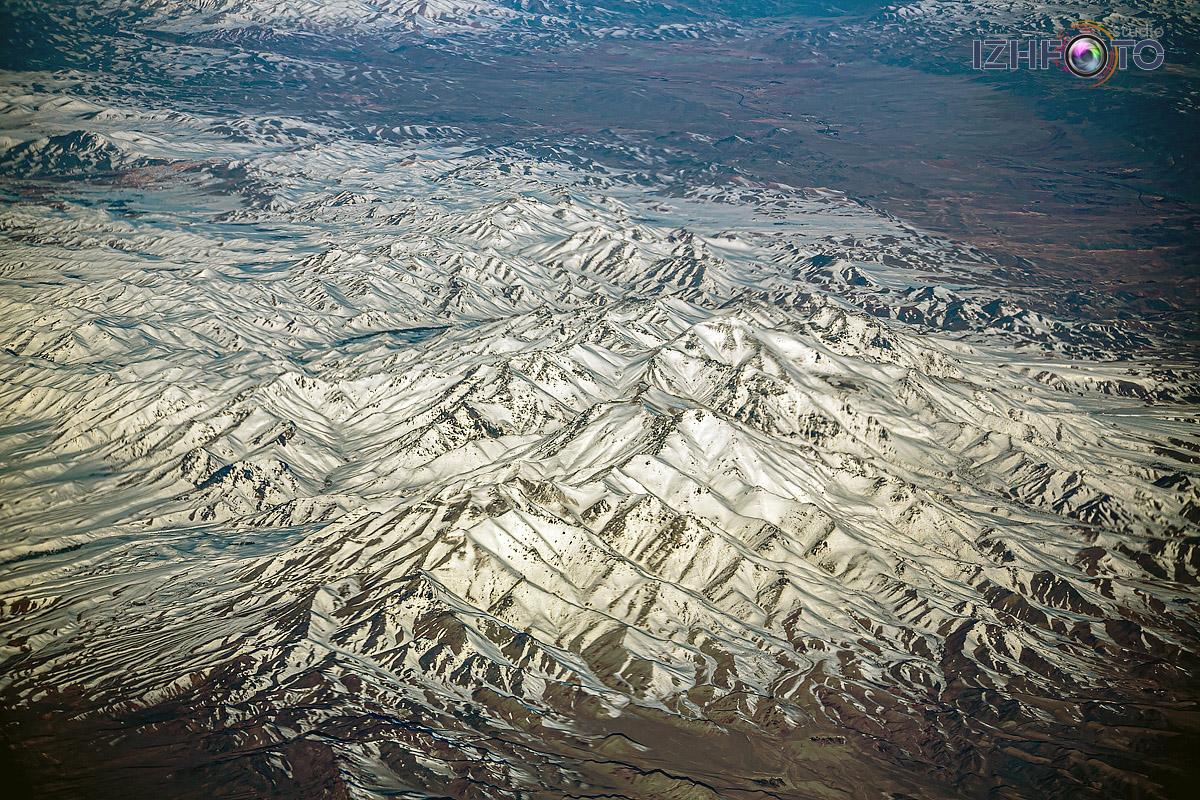 Вид на горы из самолета Фото