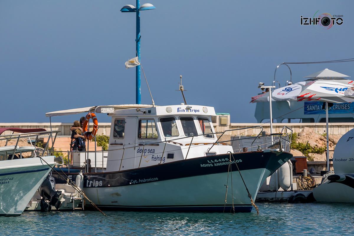 Рыболовные лодки на Кипре Фото